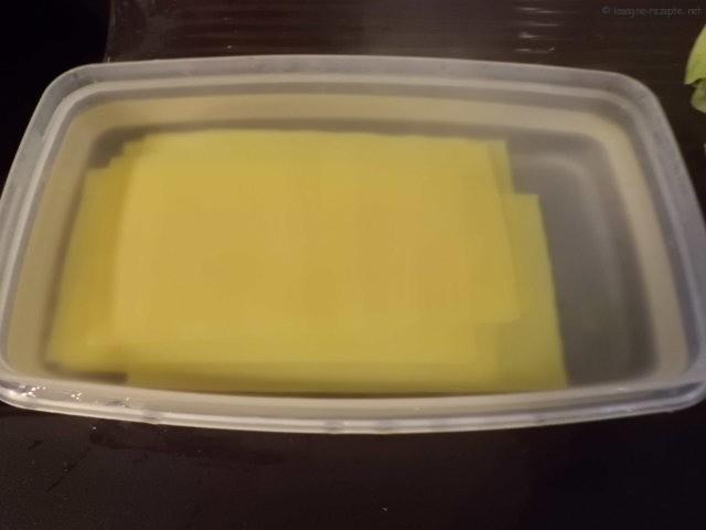 Nudelplatten 4 Min. in kochendes Wasser legen