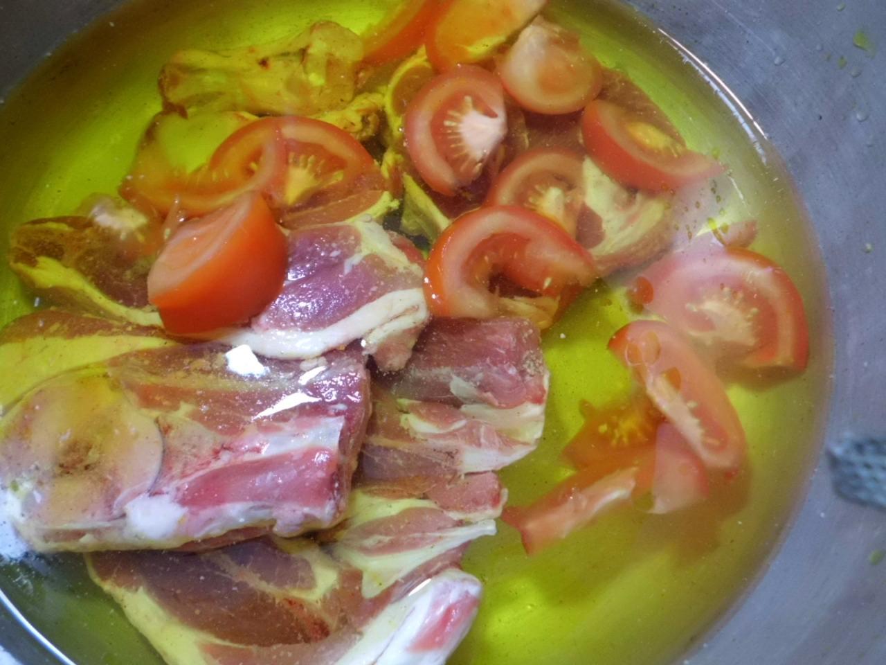 wasser mit salz safran lammfleisch und tomaten aufsetzen lasagne. Black Bedroom Furniture Sets. Home Design Ideas