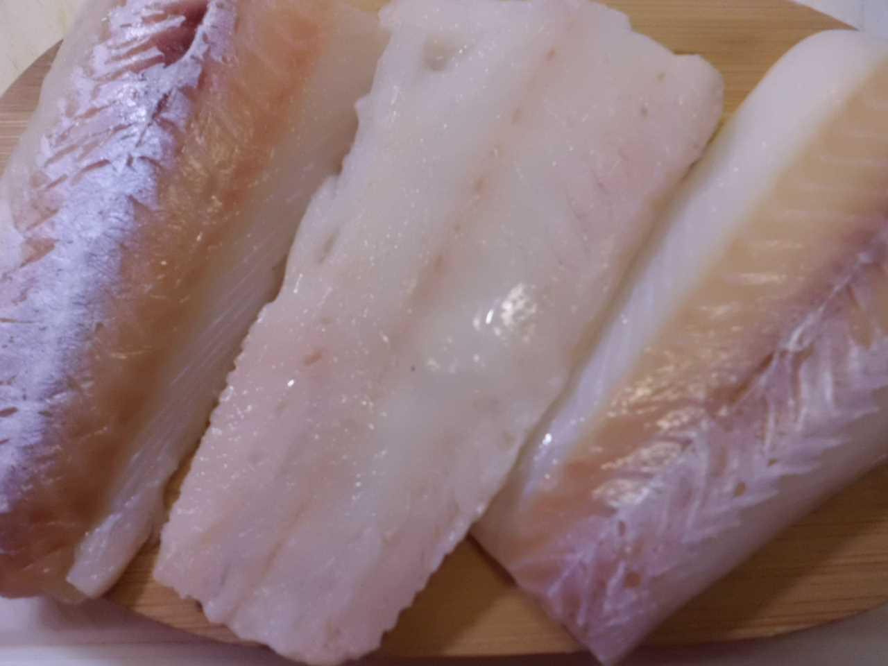 Fischfilet waschen und würzen mit Pfeffer und Salz