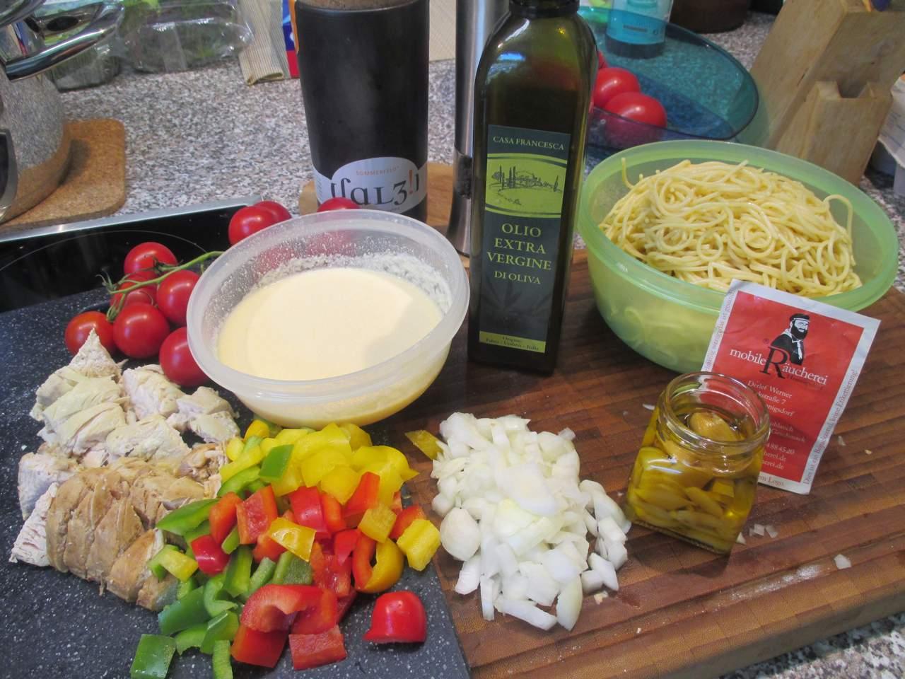 Zutaten vorbereitet für die Spaghetti Pfanne