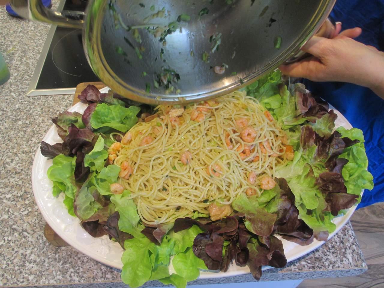 Spaghetti olio d'oliva gamberetti, sehr heiß servieren