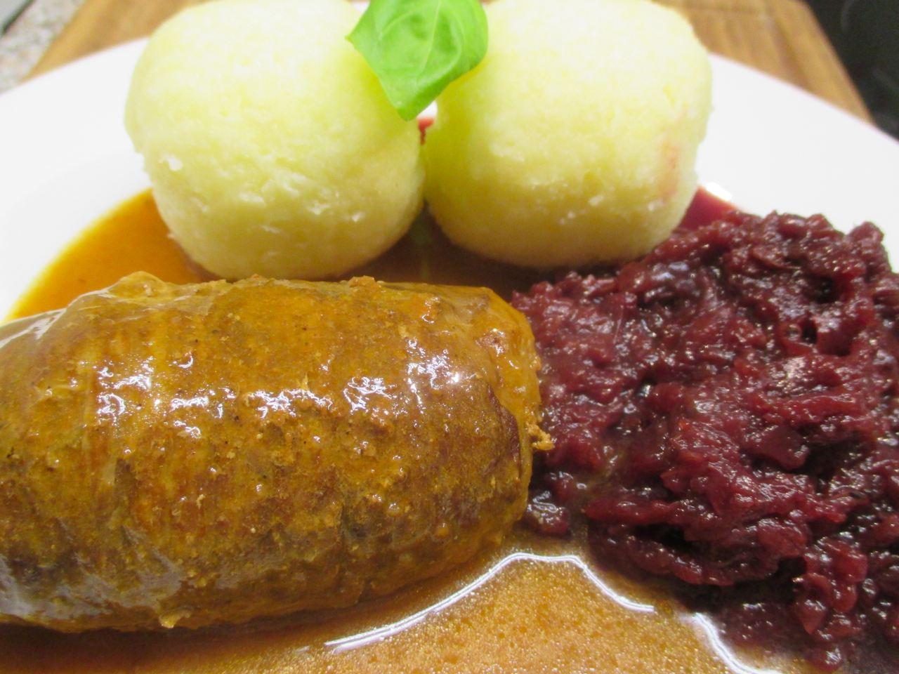 Beef Rouladen, Kartoffelklöße mit Rotkohl
